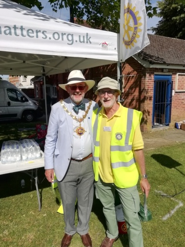 L-R Cllr Andy Geddes (Devizes Mayor), Cliff Evans